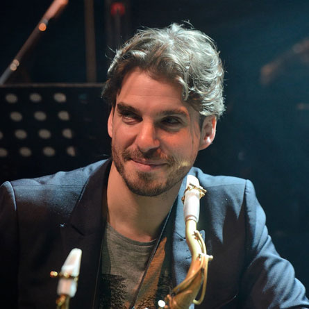 Samy Thiébault with his Syos saxophone mouthpiece