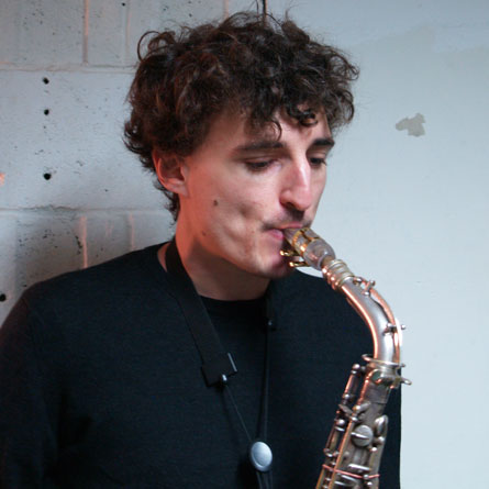 Benjamin Dousteyssier with his Syos saxophone mouthpiece