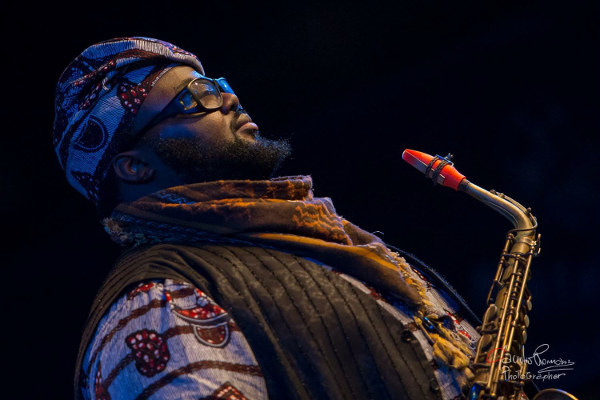 The saxophonist Godwin Louis and his red Syos alto saxophone mouthpiece