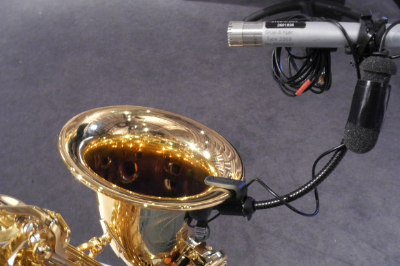 Acoustic pressure measurement on the saxophone bell