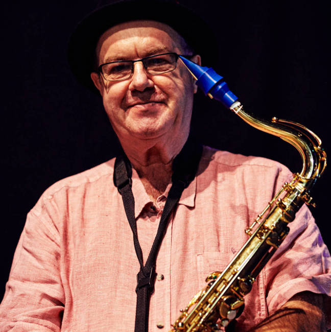 Michel Mainil plays a Syos saxophone mouthpiece