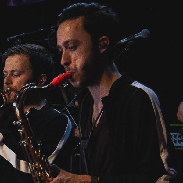 Daniel Deltchev joue sur son bec de saxophone Syos