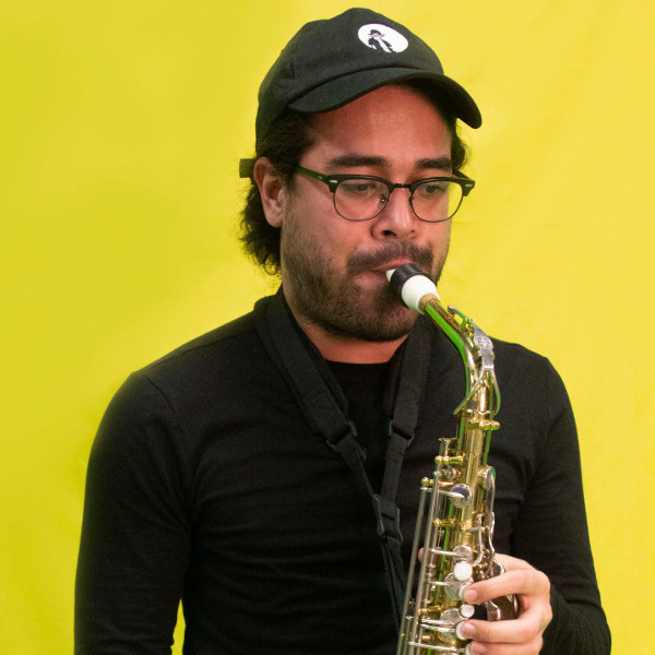 Hendrick Valera plays a Syos saxophone mouthpiece
