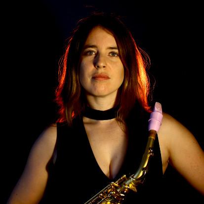 Liza Bec plays a Syos alto saxophone mouthpiece
