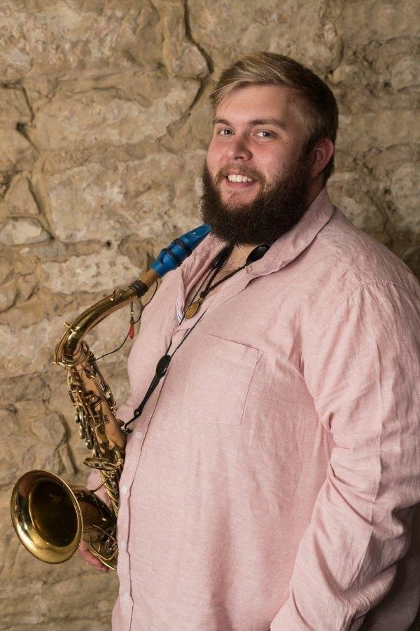 The saxophonist Gus Leighton plays a Syos tenor saxophone mouthpiece