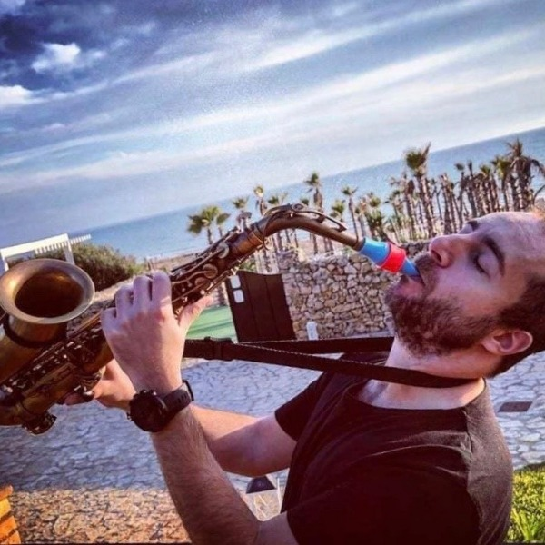 Ciro Pusateri plays Syos on his alto saxophone