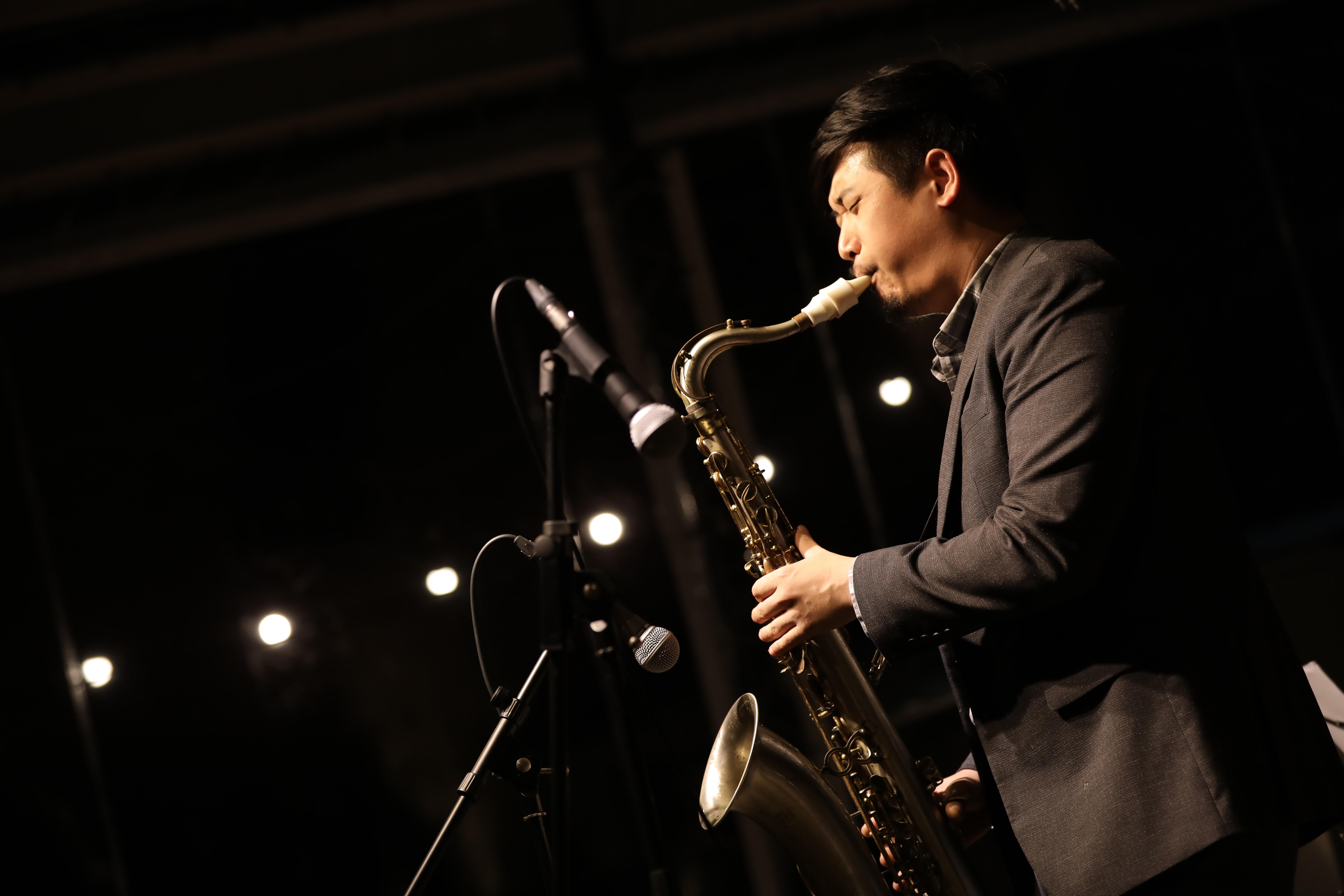 Daniel Ko plays a Syos saxophone mouthpiece