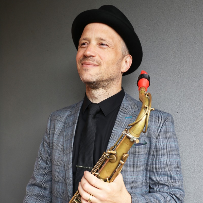 Anton Delecca and his Syos saxophone mouthpiece