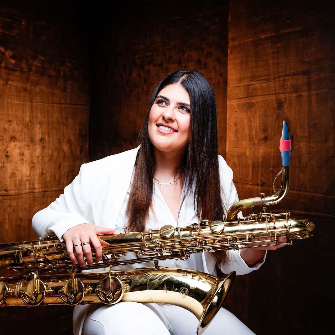 Alicia Camiña Ginés plays Syos on baritone saxophone