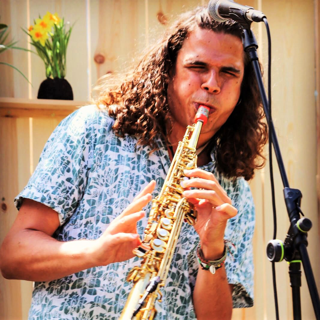 Antonio Lizana plays Syos on soprano saxophone