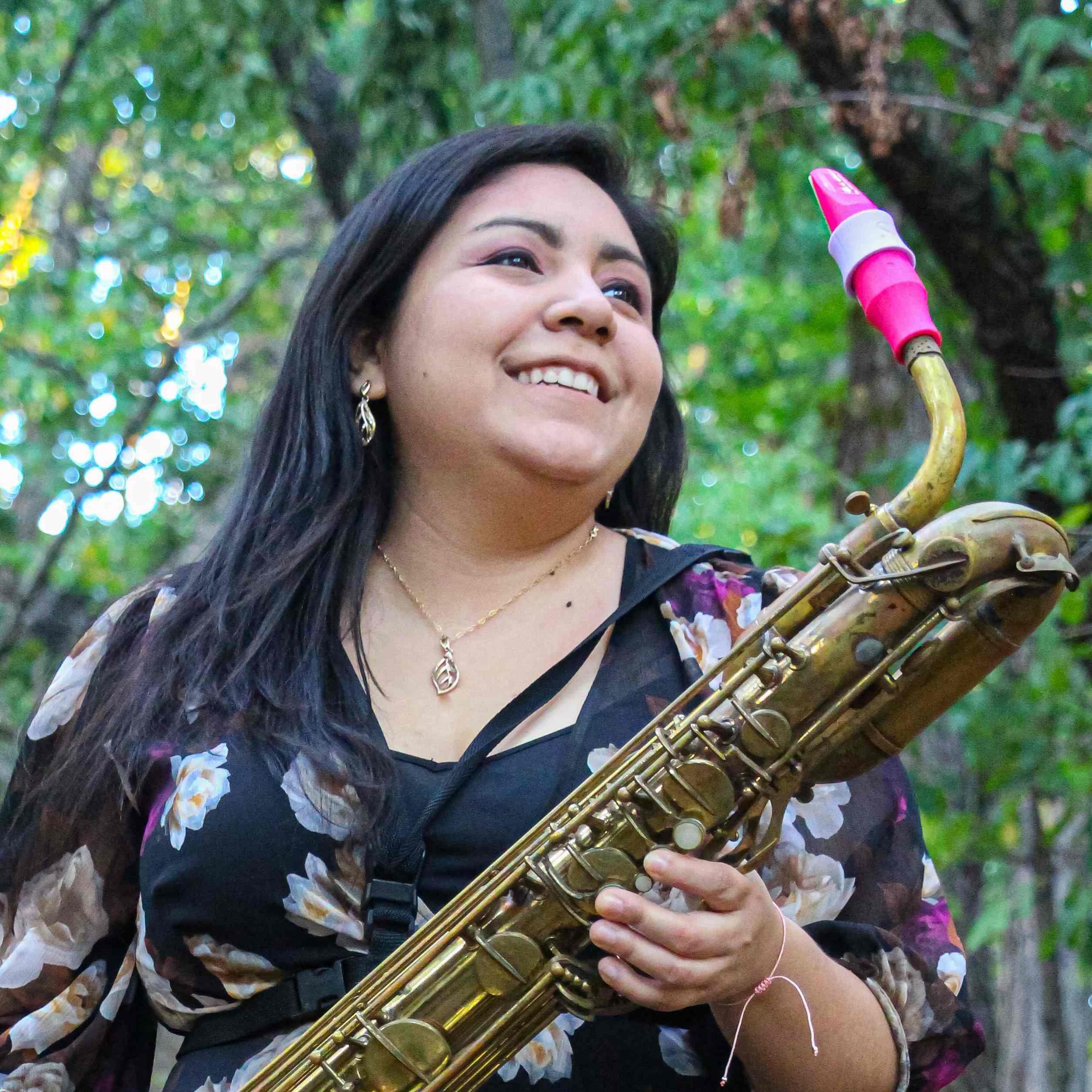 Claudia Medina plays Syos mouthpieces for saxophone