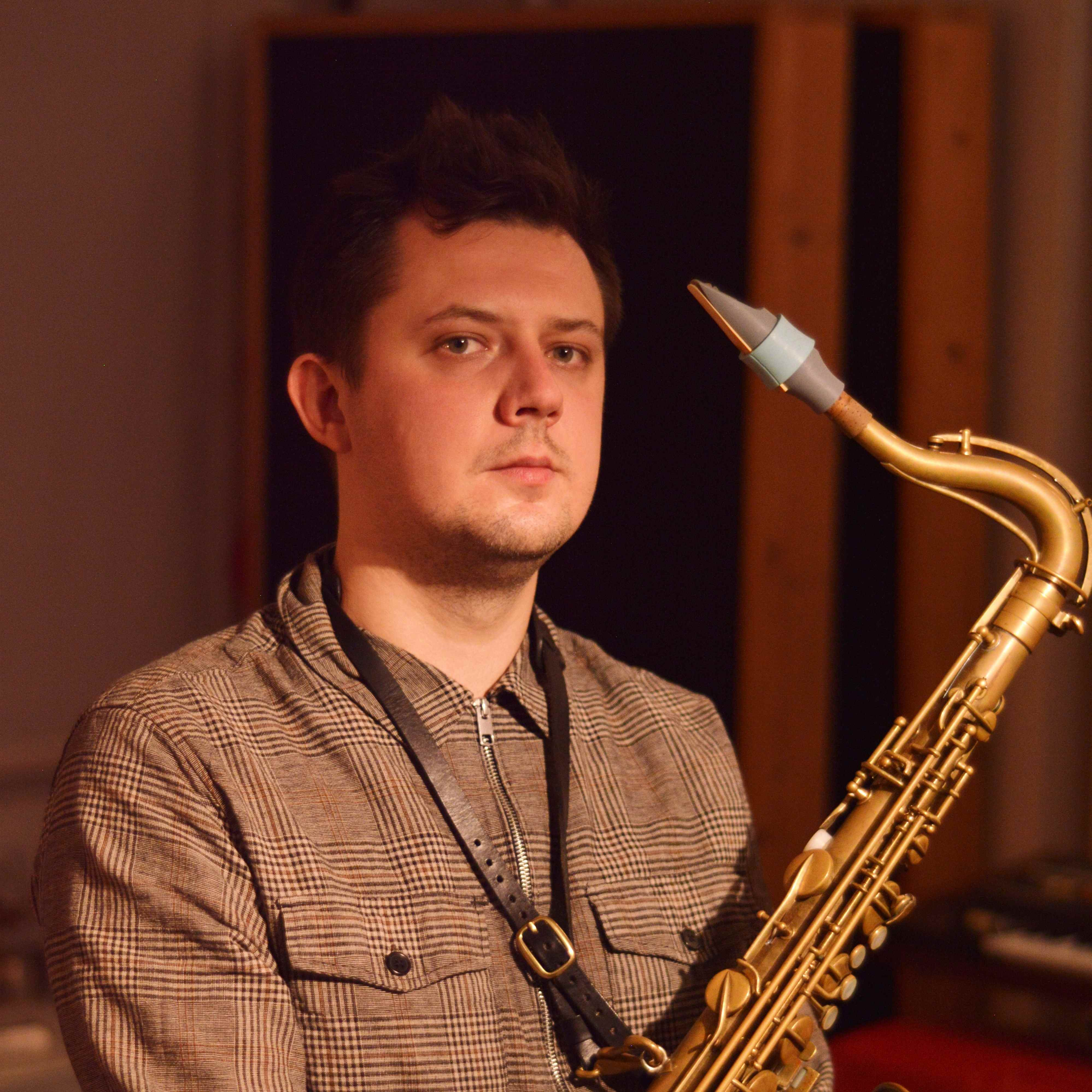 Oleksandr Kolosii plays a Syos mouthpiece for tenor saxophone