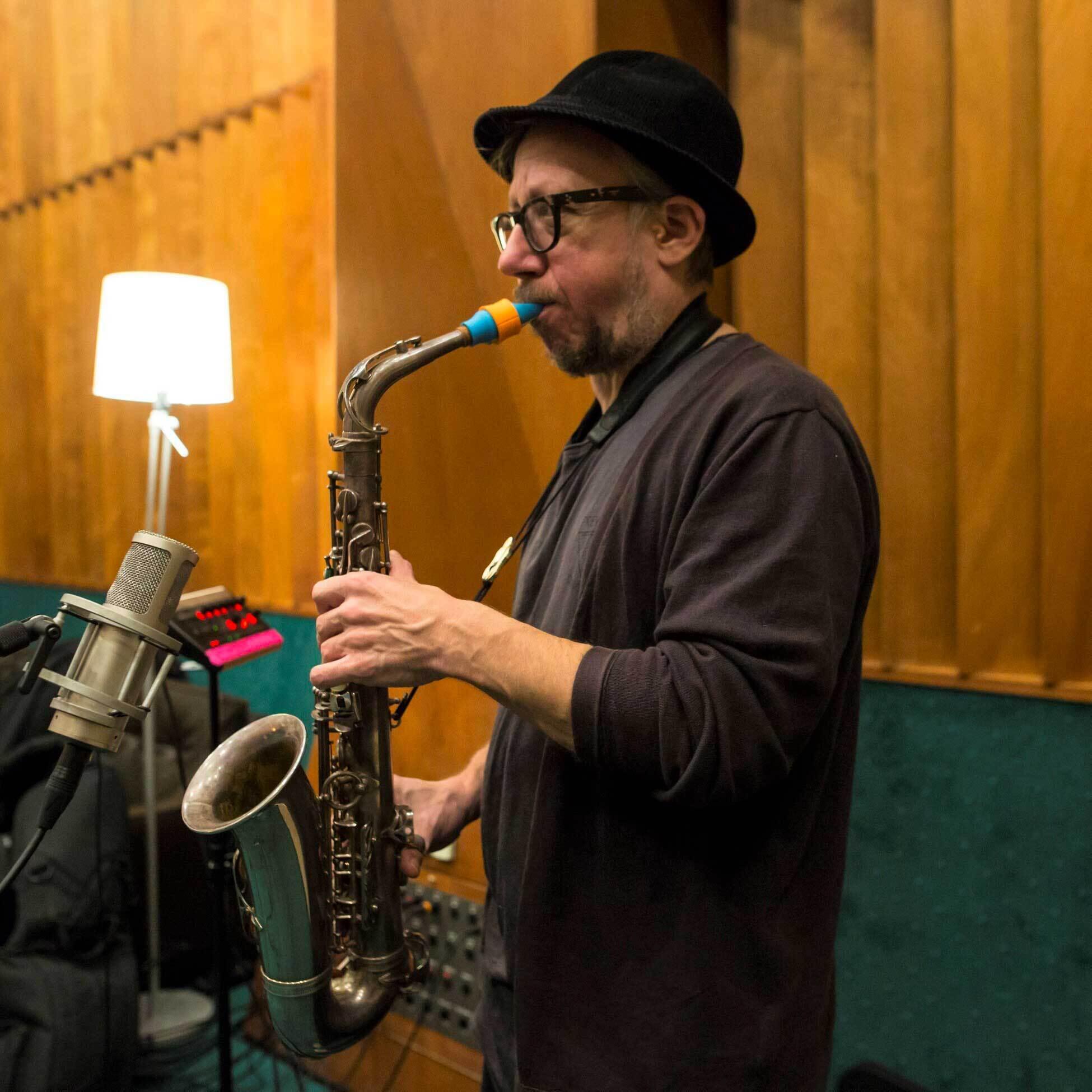 Dimitris Tsakas plays a Syos saxophone mouthpiece