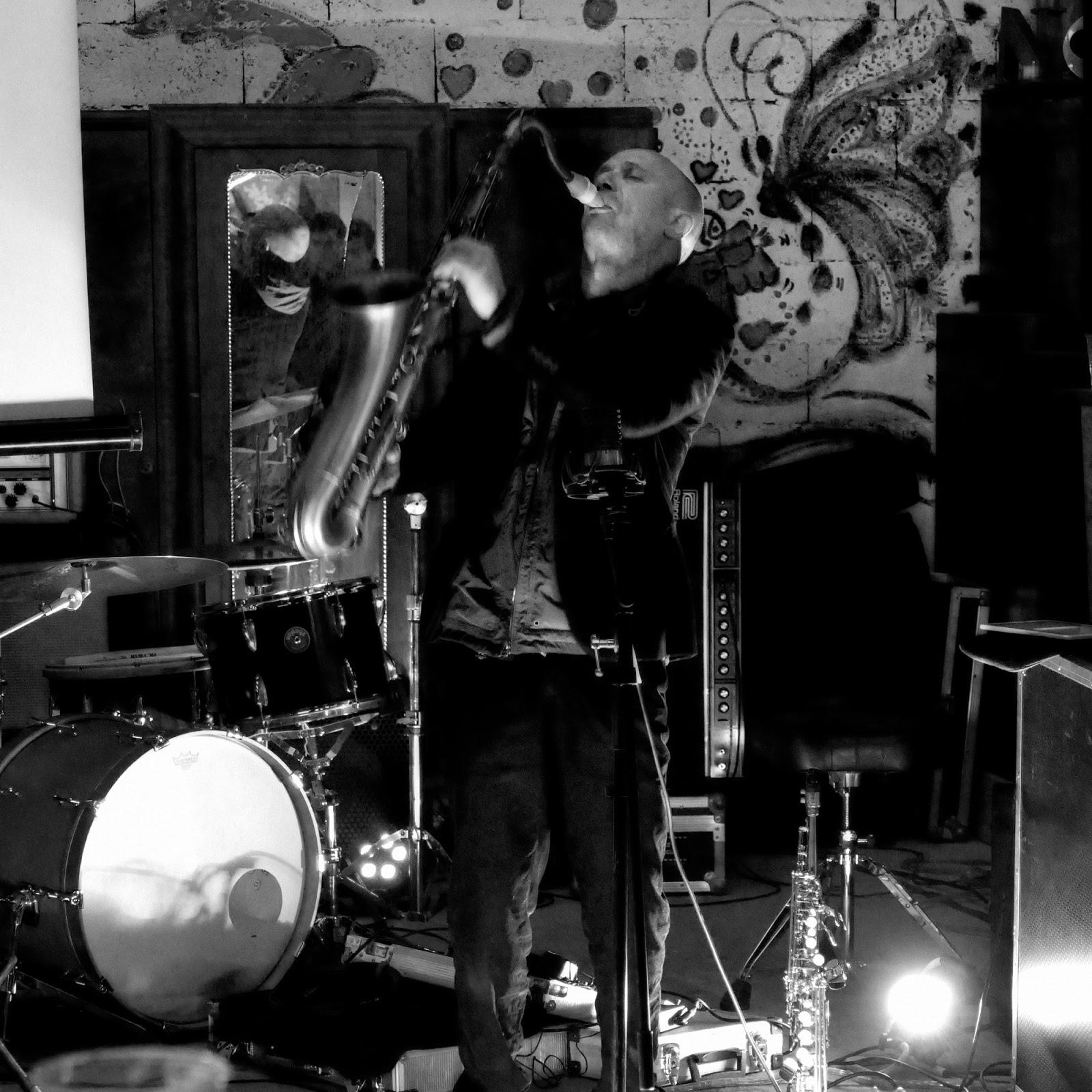 Cédric Thimon plays on his Syos saxophone mouthpiece