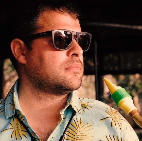 Enrique Thompson plays a Syos saxophone mouthpiece