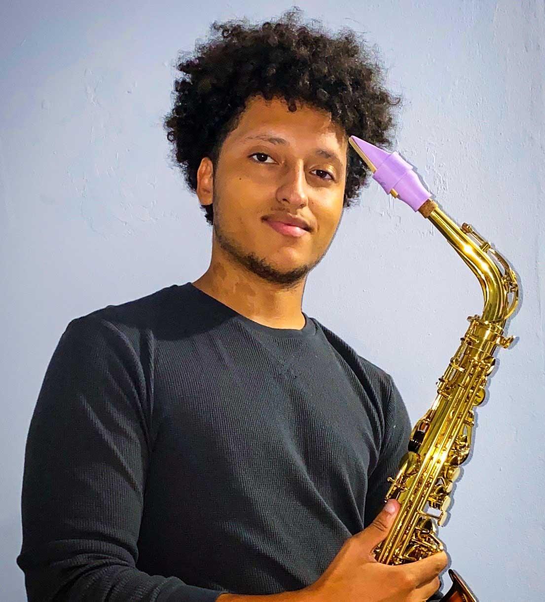 Saxologic joue un bec Syos au saxophone alto